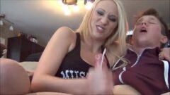 Porno Incesto irmã batendo punheta pro irmão